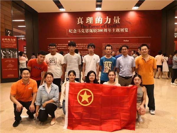 """中国石化学院团支部组织团员青年参观""""真理的"""